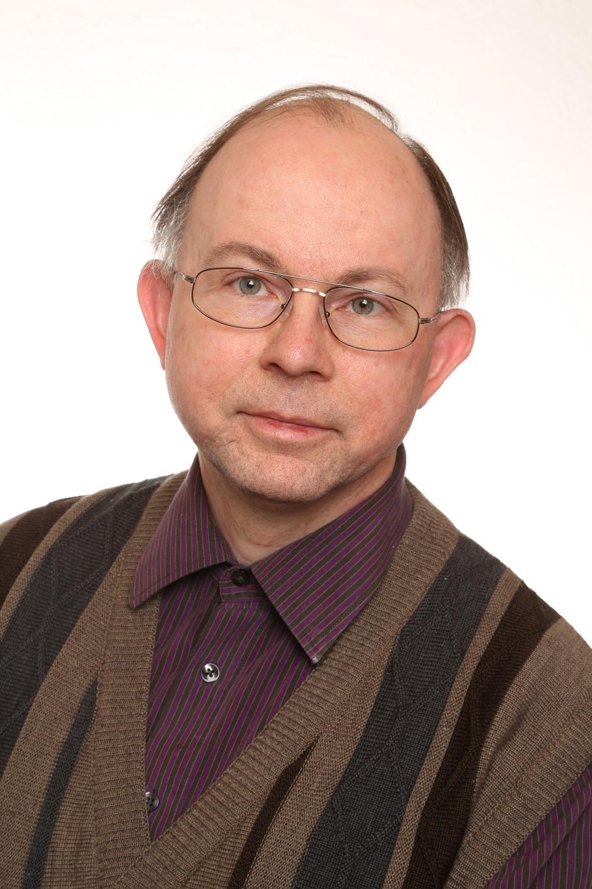 Foto des VHS-Außenstellenleiters Trabitz, Dr. Bernhard Piegsa.